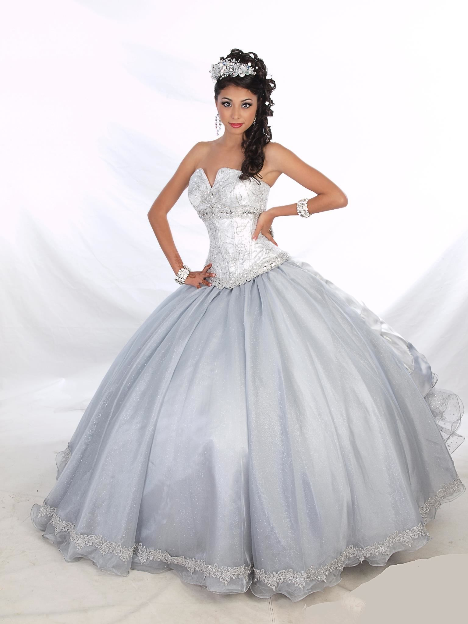 Quinceanera dresses and dress shops in Houston TX