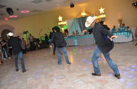 Los Candiles Dancing